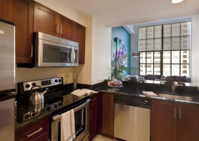 Center City apartment with eat-in kitchen and modern appliances
